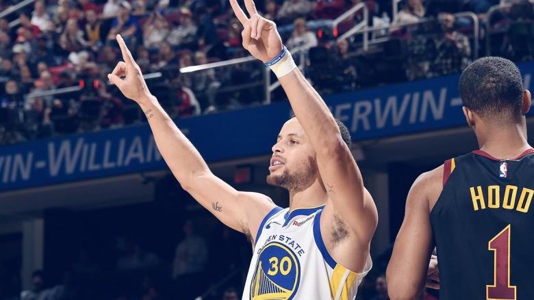 Curry shkëlqen me 42 pikë në triumfin e Warriors ndaj Cavaliers