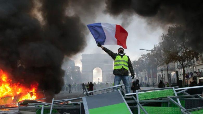 Frikë nga protestuesit, Franca mbyll Kullën Eiffel, muzetë e dyqanet