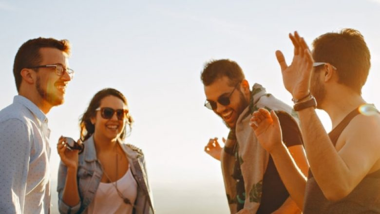E thotë shkenca: Vetëm gjysmës së miqve u pëlqeni