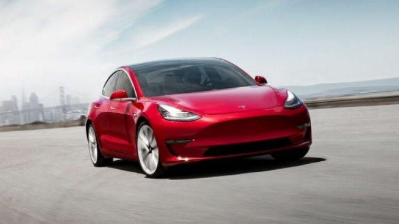 Tesla si asnjëherë deri më tani: 100 mijë makina elektrike brenda vitit
