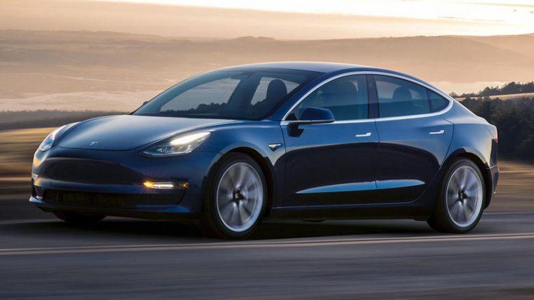 Tesla së shpejti me autopilot të sofistikuar që ndalon në semaforë dhe shenjat e trafikut (Foto)