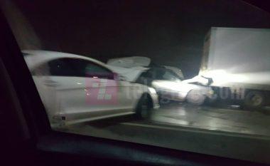 Pesë vetura të përfshira, katër të lënduar – pamje nga aksidenti në Veternik të Prishtinës (Foto/Video)