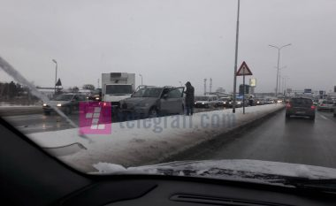 Për dy orë katër aksidente në rajonin e Prishtinës, një person i lënduar