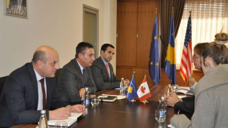 Bytyqi dhe ambasadori kanadez bisedojnë për zhvillimet në arsim