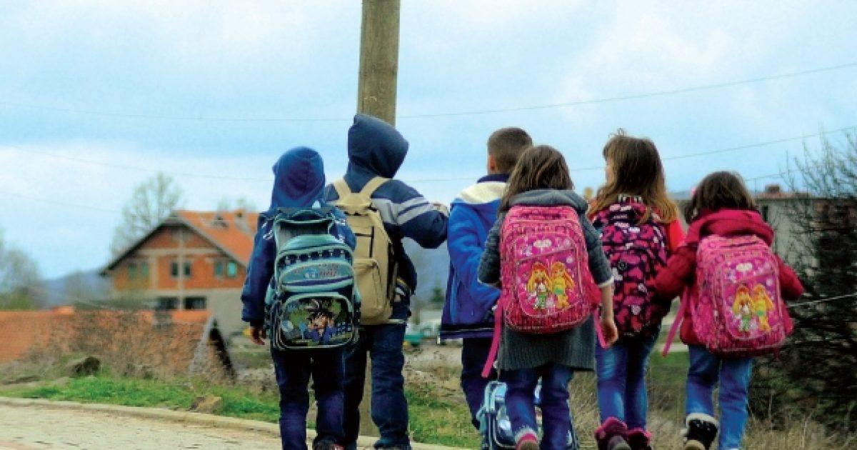 Çantat e rënda po ua rrezikojnë shëndetin nxënësve