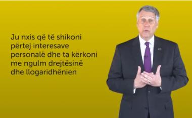 Ambasadori Kosnett me mesazh të qartë për Kosovën: Amerika i do zyrtarët e korruptuar në burg (Video)