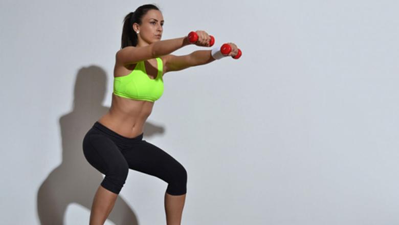 Këmbë të forta për vetëm dhjetë minuta: Super-stërvitjet të cilat djegin tepricën e yndyrës dhe kalorive (Video)