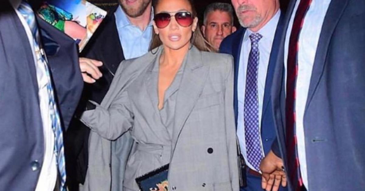 Kodi i veshjes në takimet biznesore nuk vlen për Jennifer Lopezin