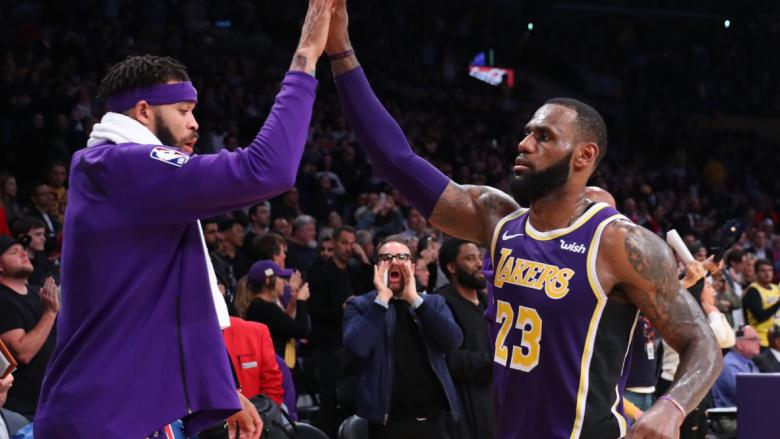 James realizon 42 pikë në fitoren e Lakersave kundër Spursave