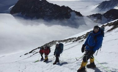 Gjatë kthimit moti ekstrem bllokon alpinistët shqiptarë, pritet evakuimi i tyre me aeroplan prej Antarktikës