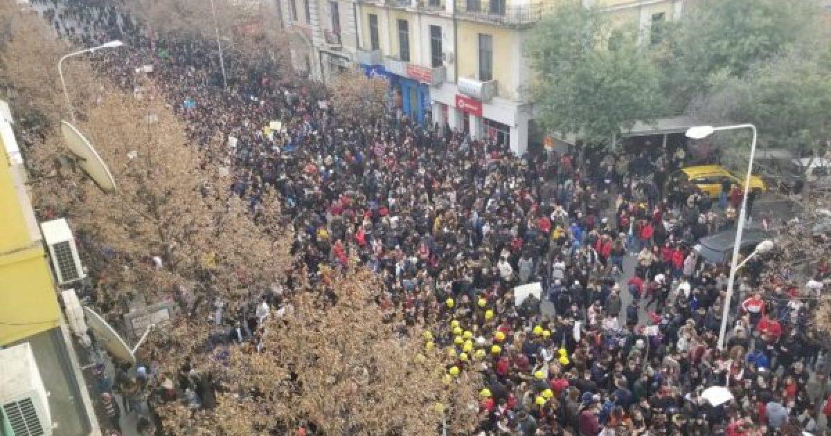"""""""Washinton Post"""": Nëse nuk plotësohen kërkesat e studentëve, mund të eskalojnë protestat në Shqipëri"""