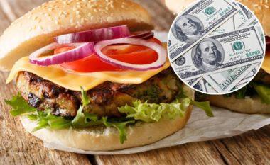 Edhe pse i ka 90 miliardë dollarë pasuri, Bill Gates pret në radhë për të paguar hamburgerin dhe patatet e skuqura - i kushtuan afro 8 dollarë (Foto)