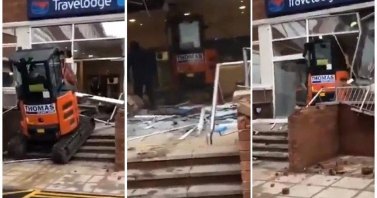 """""""Nuk i marrin rrogat"""", burri me ekskavator shkatërron për gjysmë ore hotelin e ri – policia angleze në kërkim të autorit (Video)"""