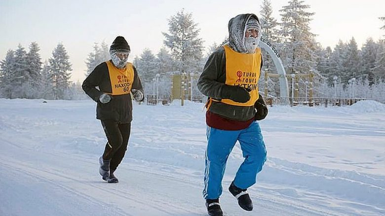 """Maratona në vendin më të ftohtë në botë, asnjë pjesëmarrës nuk arrin vijën e """"finishit"""" për shkak të temperaturave të ulëta – minus 60 gradë celsius (Foto/Video)"""