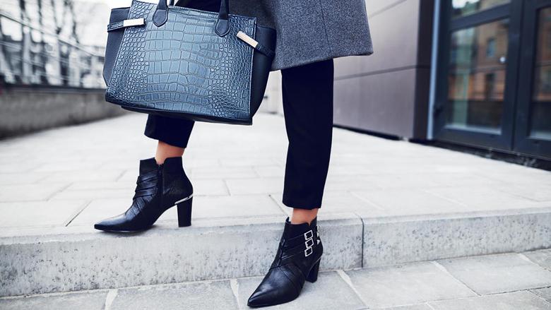 Për disa minuta: Truk i thjeshtë se si këpucët ose çizmet e lëkurës t'ju bëhen më të rehatshme!