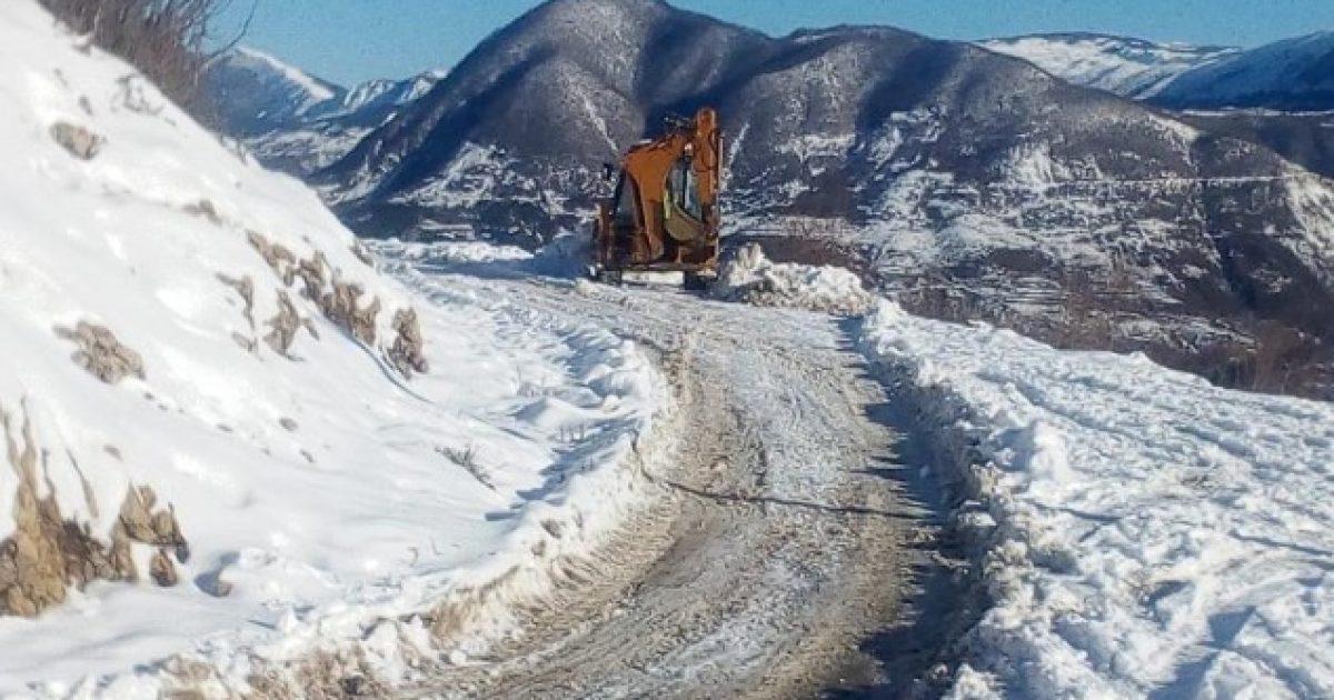Në jug të Shqipërisë qarkullohet pa zinxhirë