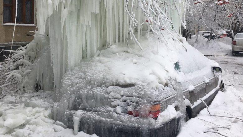 """Bora dhe akulli bllokojnë qytetin, banorët garojnë se kush po publikon pamjet """"më të frikshme""""! (Foto/Video)"""