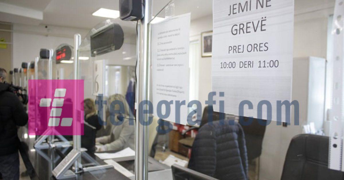 Vazhdojnë grevat në sektorin publik