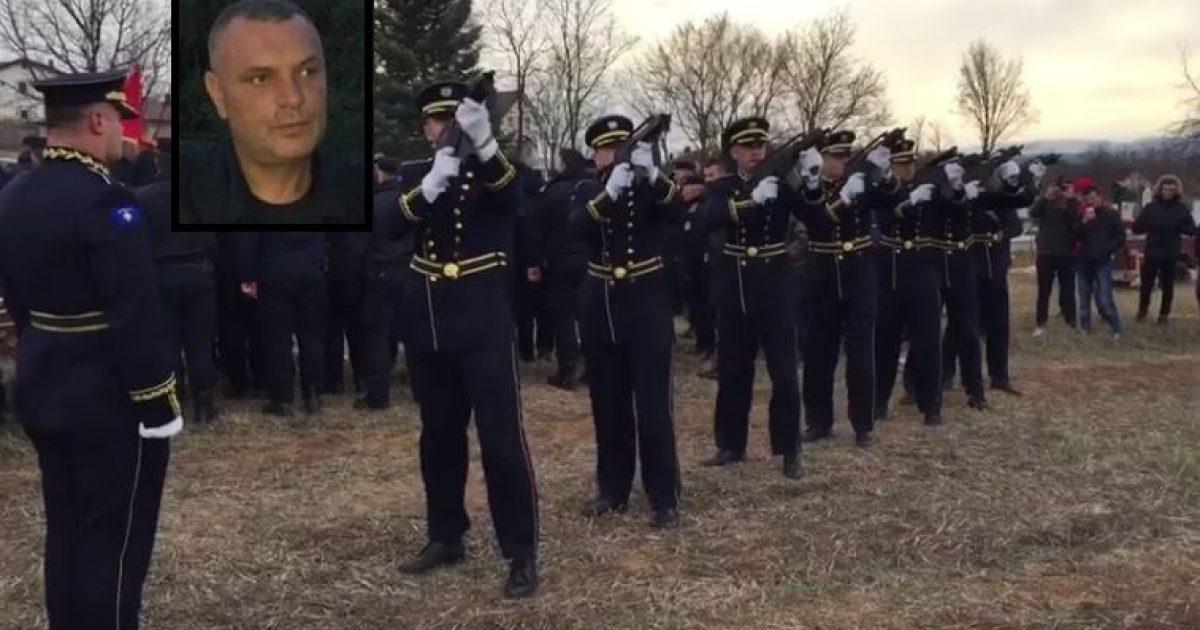 Me nderime të larta, varroset polici Skënder Gorqaj (Video)