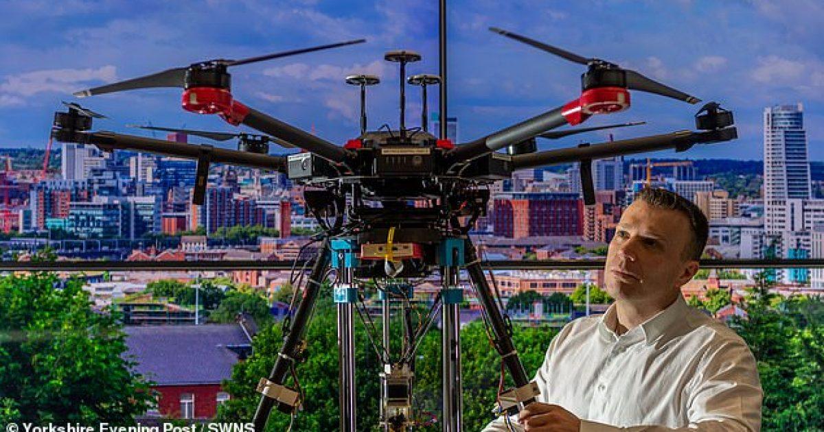 Dronët specialë parandalojnë hapjen e gropave të vogla në rrugë, i mbushin me asfalt 3D sapo detektojnë çarjet e para (Video)