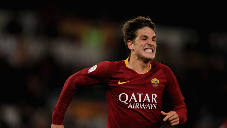 ROME, ITALY - DECEMBER 26:  Nicolo' Zaniolo of AS Roma celebrates after scoring the team's third goal during the Serie A match between AS Roma and US Sassuolo at Stadio Olimpico on December 26, 2018 in Rome, Italy.  (Photo by Paolo Bruno/Getty Images)
