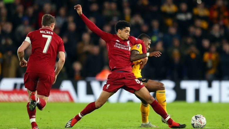 WOLVERHAMPTON, ENGLAND - JANUARY 07:  Ki-Jana Hoever of Liverpool tackles Ivan Cavaleiro of Wolverhampton Wanderers during the Emirates FA Cup Third Round match between Wolverhampton Wanderers and Liverpool at Molineux on January 7, 2019 in Wolverhampton, United Kingdom.  (Photo by Catherine Ivill/Getty Images)