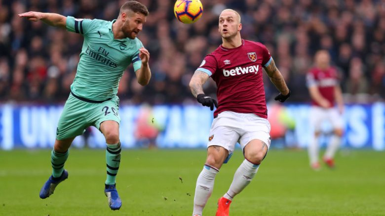LONDON, ENGLAND - JANUARY 12: Shkodran Mustafi of Arsenal and Marko Arnautovic of West Ham United in action during the Premier League match between West Ham United and Arsenal FC at London Stadium on January 12, 2019 in London, United Kingdom.  (Photo by Catherine Ivill/Getty Images)