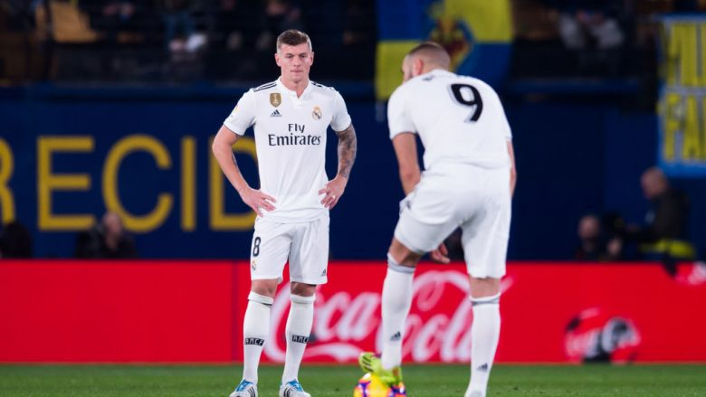 VILLAREAL, SPAIN - JANUARY 03: Toni Kroos and Karim Benzema of Real Madrid CF react after the opening goal made by Santi Cazorla of Villarreal CF during the La Liga match between Villarreal CF and Real Madrid CF at Estadio de la Ceramica on January 03, 2019 in Villarreal, Spain. (Photo by Alex Caparros/Getty Images)