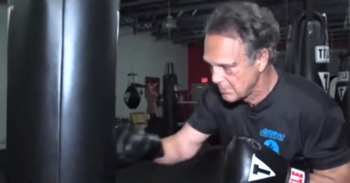 Plaçkiti 68-vjeçarin, por pasi rrihet e kupton që kishte vjedhur kampionin e kikboksit (Video)