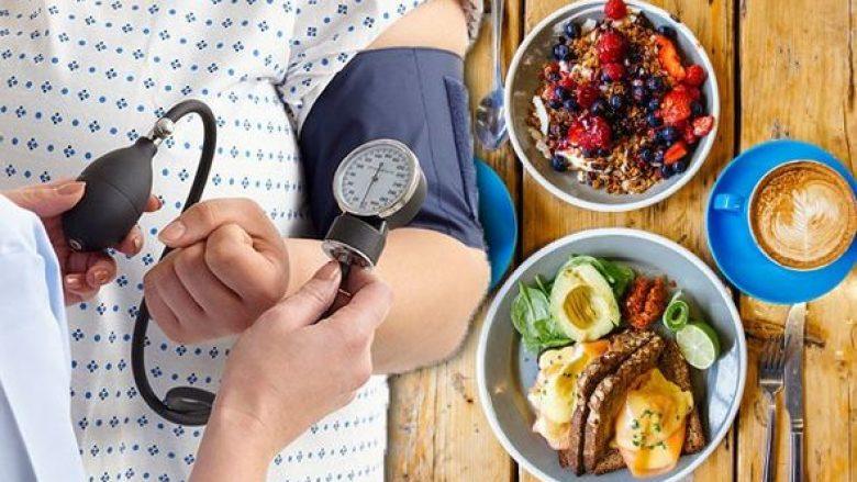 Çfarë të hani në mëngjes për ta shmangur shtypjen e lartë të gjakut