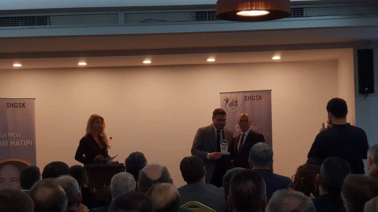Shoqata e Gazetarëve Sportivë nderojnë veprën e legjendës Fadil Vokrri