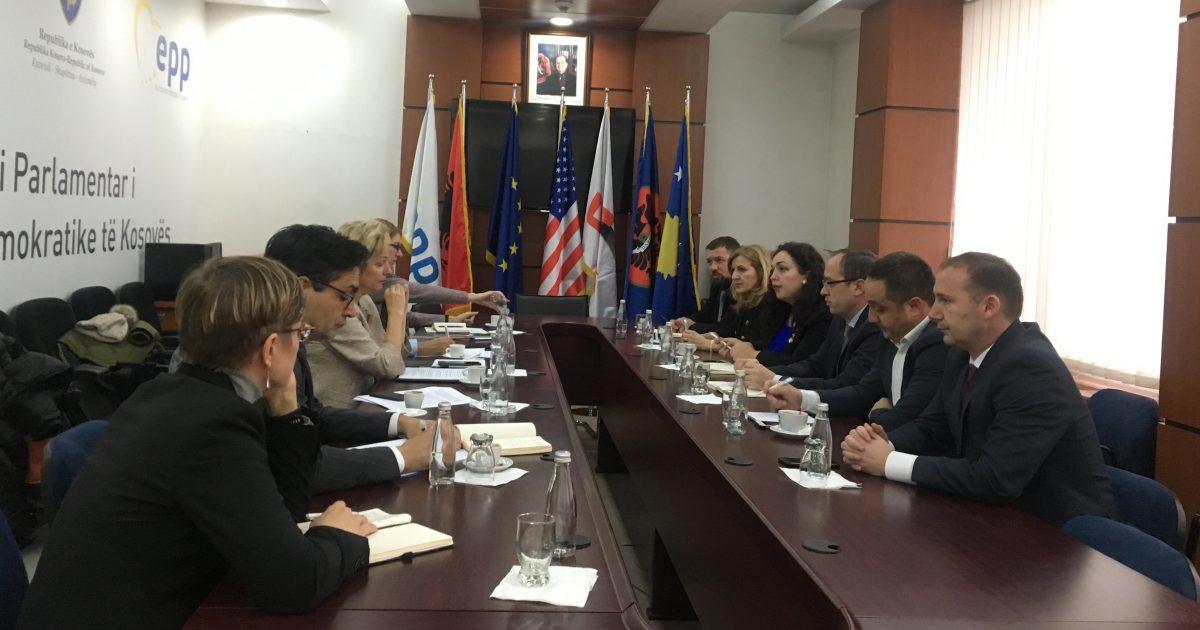 Deputetët e LDK-së takojnë Apostolovan, ia paraqesin qëndrimet lidhur me proceset nëpër të cilat po kalon Kosova