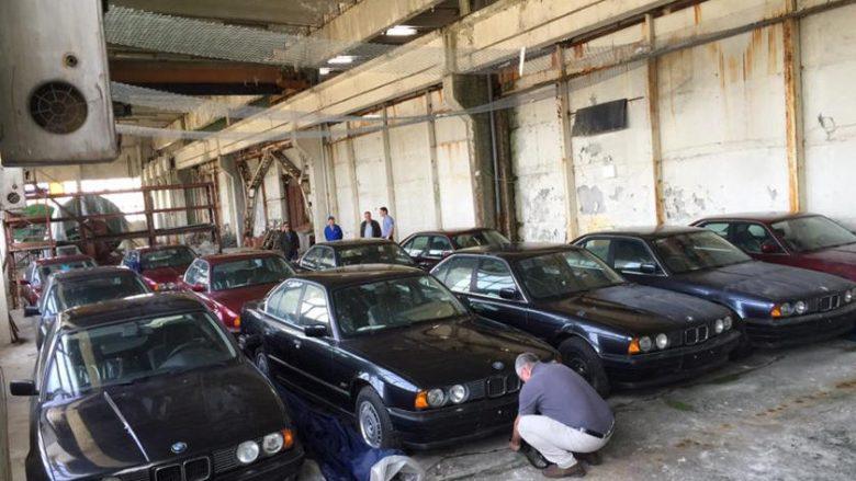 Koleksioni me BMW të vjetra që nuk janë përdorur ndonjëherë, gjendet në një depo të Bullgarisë (Foto)