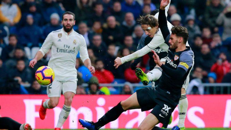 Luka Modric gjatë një momenti të ndeshjes kundër Sevillas (Foto: Gonzalo Arroyo Moreno/Getty Images/Guliver)