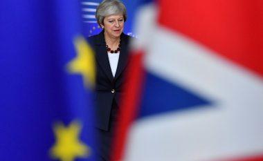 Çfarë ndodh tani? Gjashtë skenarët e mundshëm të BREXIT, pas humbjes historike të kryeministres May!