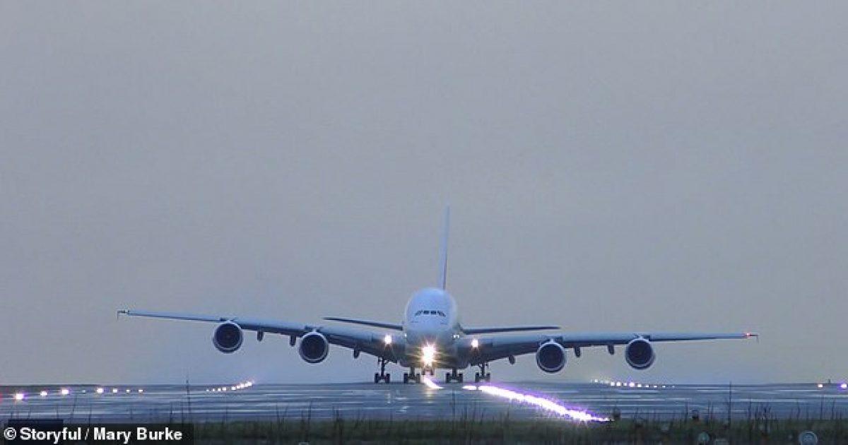 Piloti kreu ngritje të suksesshme edhe pse erërat e fuqishme e lëkundnin aeroplanin (Video)