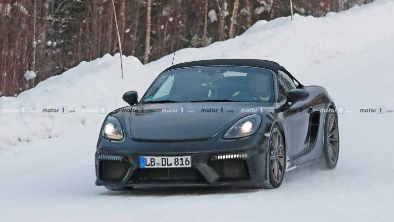 Spiunohet Porsche 718 Boxster Spyder gjatë testimit në borë (Foto)