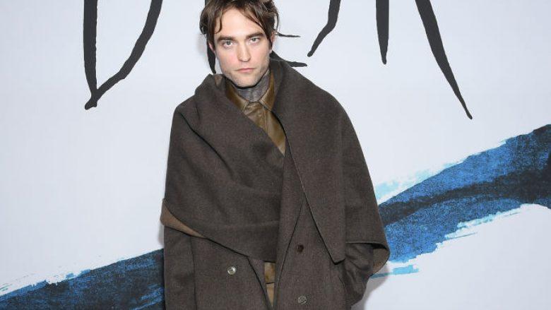 """Robert Pattinson zhgënjen me dukjen në mbrëmjen e shtëpisë së modës, """"Dior"""""""