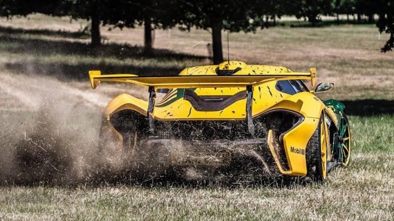 Rrathë të shpejta në barë me McLaren P1 GTR, para vozitjes me shpejtësi nëpër shtegun malor (Video)
