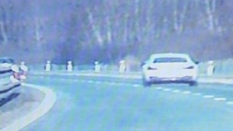 Po ecte me shpejtësi 250 km/h në autostradë, shoferi madje kishte patentë shoferin me afat të skaduar (Foto)