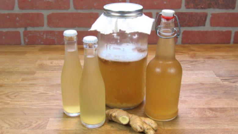 Uji me xhenxhefil: Pija e shëndetshme që djegë dhjamin nga beli, shpina dhe kofshët