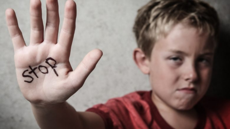 Si ndikon rrahja e fëmijës në personalitet