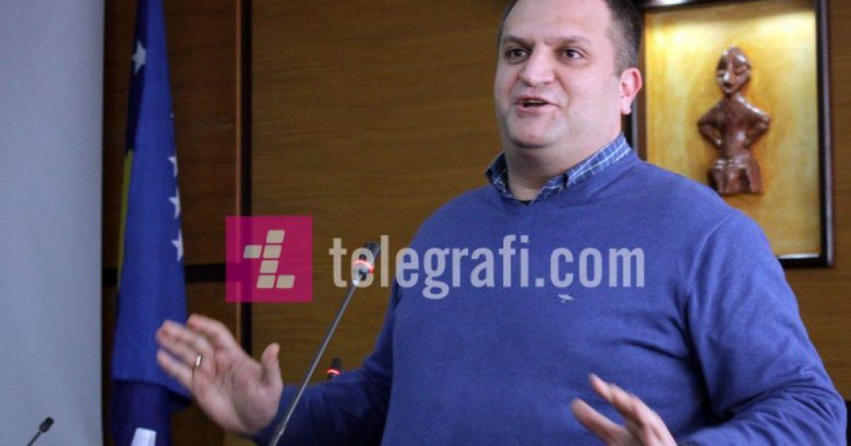 VV: Shpend Ahmeti po tallet me qytetarët e Prishtinës