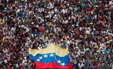 """Venezuela """"zien"""" pas vendimit të Trumpit, Maduro ndërpret lidhjet diplomatike me SHBA-në"""