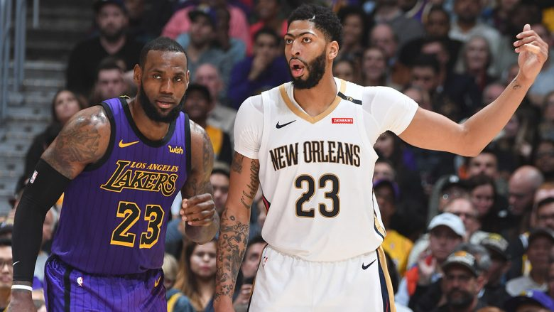 LOS ANGELES, CA - DECEMBER 21: Anthony Davis #23 of the New Orleans Pelicans and LeBron James #23 of the Los Angeles Lakers jock for a position during the game on December 21, 2018 at STAPLES Center in Los Angeles, California. NOTE TO USER: User expressly acknowledges and agrees that, by downloading and/or using this Photograph, user is consenting to the terms and conditions of the Getty Images License Agreement. Mandatory Copyright Notice: Copyright 2018 NBAE (Photo by Andrew D. Bernstein/NBAE via Getty Images)