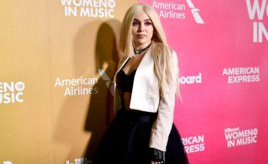 Njihuni me Ava Max – këngëtarja tjetër shqiptare që po ngjitet me sukses në skenën e muzikës botërore