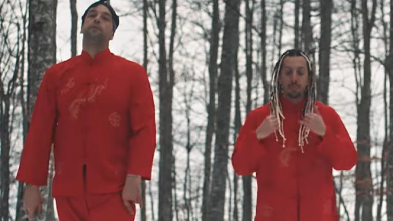 DJ Blunt dhe Real 1 i këndojnë Kësulëkuqes