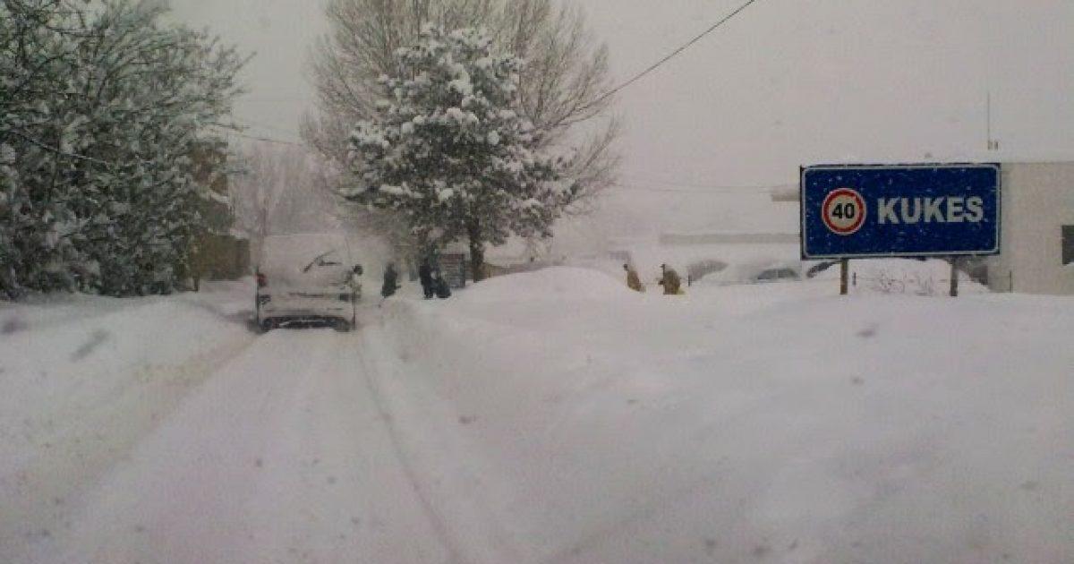 Reshjet e borës mbyllin 280 shkolla në Shqipëri