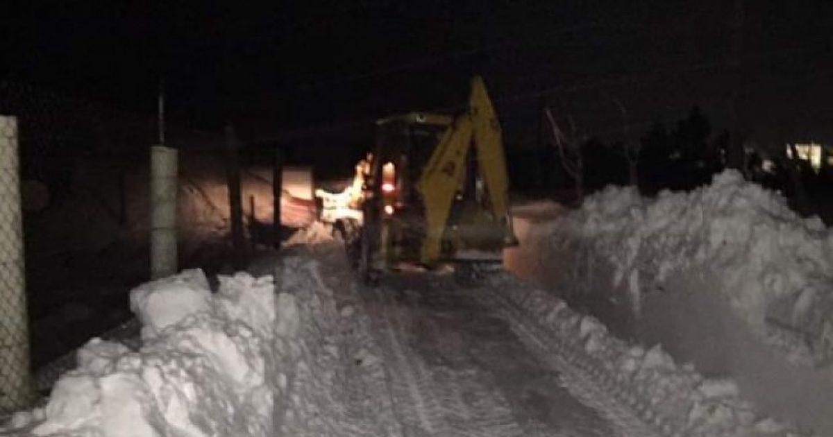 Reshjet e borës, mbeten të bllokuara disa fshatra në Shqipëri