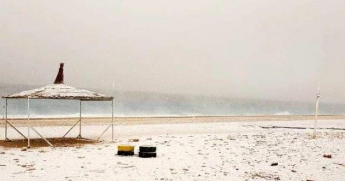 Bora mbulon plazhin e Dhërmiut